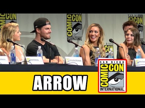 Arrow Comic Con 2015 Panel - Season 4, Stephen Amell, Emily Bett Rickards