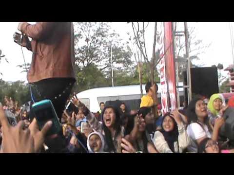 XO IX cukuplah sudah grand opening ramayana tasikmalaya 7 07 2013)