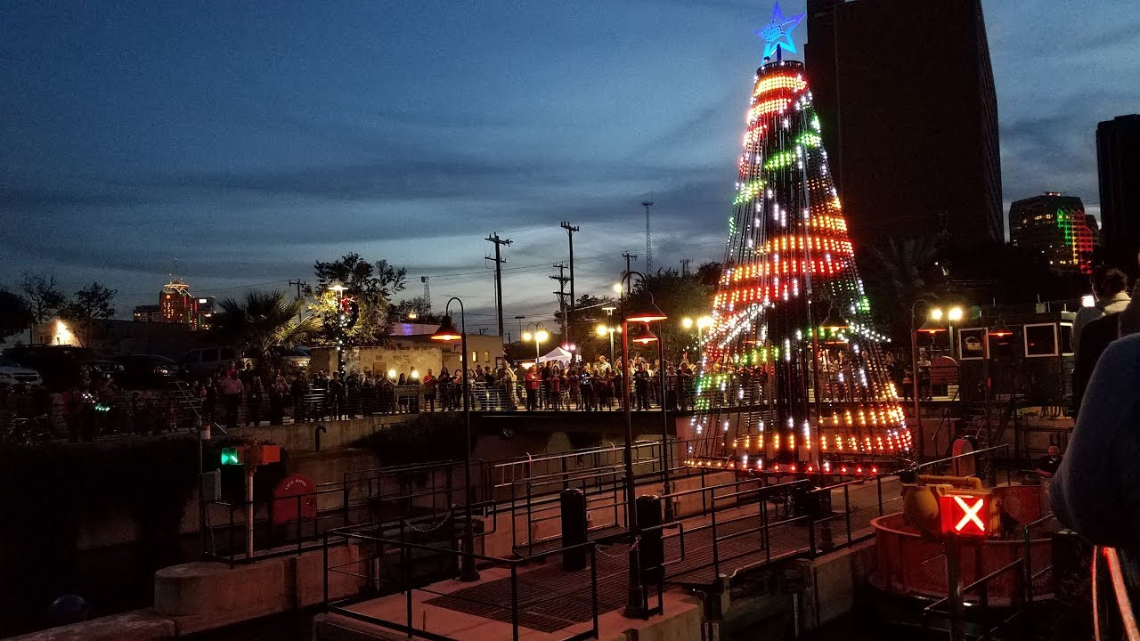Living Light Shows Animated Outdoor Rgb Led Pixel Christmas Tree For Commercial Venues
