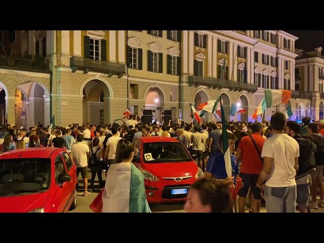 In piazza Galimberti per l'Italia campione d'Europa
