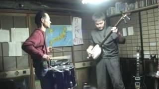 吉田兄弟の「彩雲」を三味線とドラムで演奏しました。