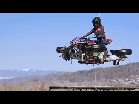 Première mondiale : la moto volante de Lazareth