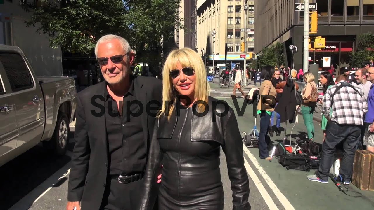 Suzanne Somers and her husband Alan Hamel pose for a phot