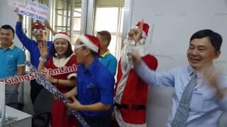 Ông Già Noel đến tặng quà Tourguide Saigontourist  Dec.22.16