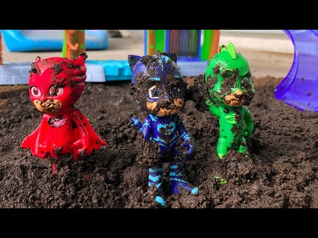 Pj Masks Playing With MUD ? Superhero Pj Masks play with mud and wash clean / Pj Masks Wrong Heads