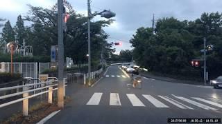 交差点斜め横断の自転車とニアミス thumbnail