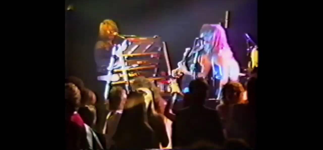 Bon jovi jammin 39 at club soda 1988 part 2 youtube for 1988 club music