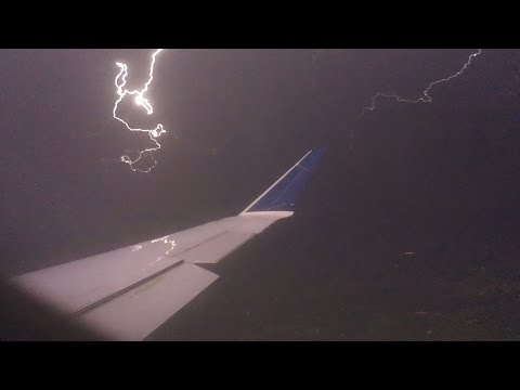 Delta Flight 5176 Landing in Omaha Thunderstorm - May 9, 2016