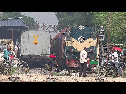 Epic Crossing Between Indian Railways & Bangladesh Railway