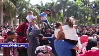 بالفيديو والصور.. مواطنون يرقصون على المزمار البلدى بحديقة الأزهر