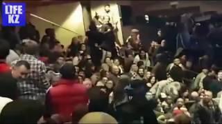 Казахстанцы подрались во время боя Головкина и Джейкобса