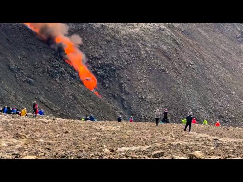 Iceland Lava Wall BREACHED! Geologist explains Volcano Eruption