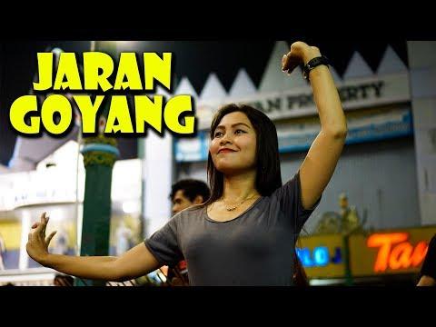 Vita Alvia -  Jaran Goyang ( Covered Angklung Malioboro ) Pengamen Jogja
