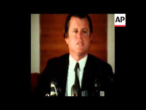 SYND 17-8-71 EDWARD KENNEDY GIVES A PRESS CONFERENCE
