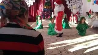 Новогодний танец ёлочек. Долаковский детский сад