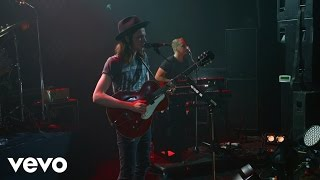 James Bay - Hold Back The River (Vevo LIFT Live)