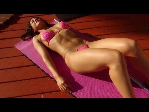 Girl\'s Home Bikini Abdominal Workout!