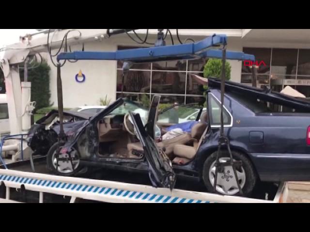 Denizli'de kaza; bariyer, otomobile ve sürücünün karnına saplandı
