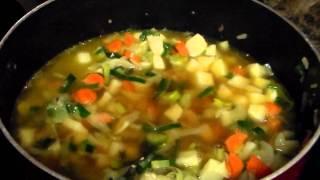 Minestrone With Pesto Soup (vegan / Vegetarian Optional)