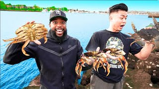 Catching & Cooking GIANT DUNGENESS CRABS In The Ocean!