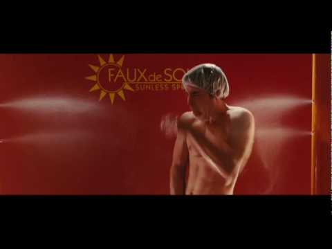 Tanning  Justin Long is violated by a tanning booth
