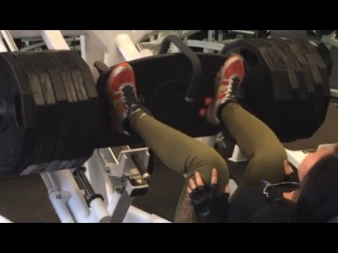 strong-woman-heavy-weightlifting---bodybuilding-competition-12-weeks-out