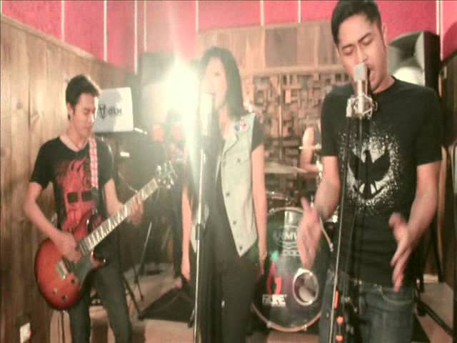 BEAUTY AND A BEAT COVER BY ADITYA,ARIYA,BERLIAN