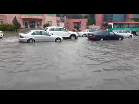 Yağış yağanda Bakı - Binəqədi yolunu su basdı
