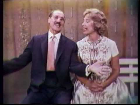 "HD Dinah Shore + Groucho Marx: ""Peasy Weasy"" - Dinah Shore Chevy Show (1959)"