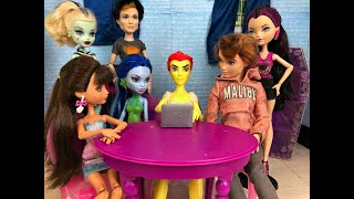 House Hunting-  A Monster High/Ever After High Stop Motion