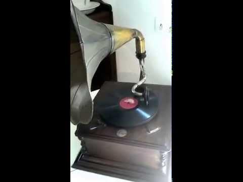 """Antique """"La Voix de Son Maitre"""" Suitcase Gramophone. Model 102. France, 1930de YouTube · Haute définition · Durée:  3 minutes 56 secondes · vues 579 fois · Ajouté le 19.07.2016 · Ajouté par Jose Pascual Aznar"""