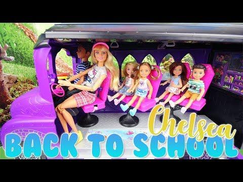 Barbie Chelsea School Bus Poupée Chelsea chemin de l'école avec ses camarades de classe