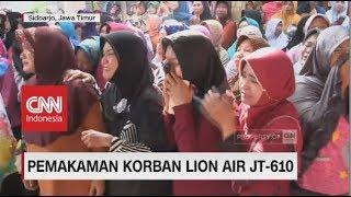 Tangis Keluarga & Tentangga Sambut Kedatangan Jenazah Korban Lion Air