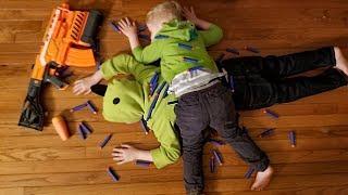 Hunting children - Dad vs Kids Nerf  War