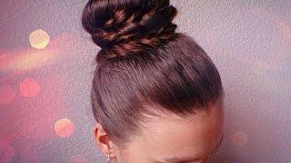 Красивая прическа (шишка) с валиком бубликом   Beautiful hair (lump) with a roller donut tutorial