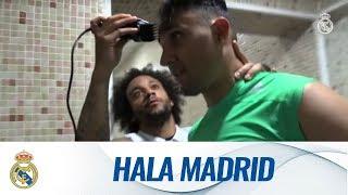 💈🏥👏 Marcelo shaves Keylor Navas' head!