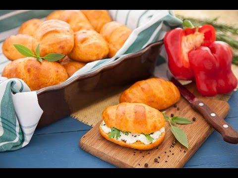 مخبوز بالفلفل الاحمر الحلو + خبز  بالجبنة الأسطمبولي والبقدونس - في الفرن مع فالنتينا ج1