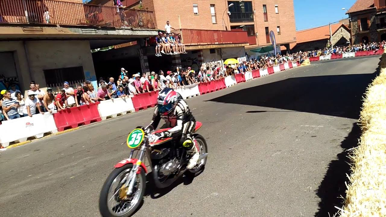 Circuito Urbano La Bañeza : Carrera de motos la baÑeza clÁsicas t youtube