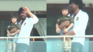 Shahrukh khan and abram khan waves to his fans
