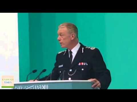 UK Police Commissioner, Sir Bernard Hogan-Howe shows his support for Ahmadiyya Muslim Community