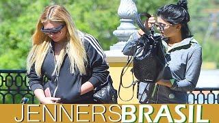 19.09 - Kylie Jenner deixando academia com Anastasia Karanikolaou em Calabasas, CA