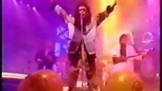 Dead Or Alive Pete Burns - In Too Deep (TOTP 1985)