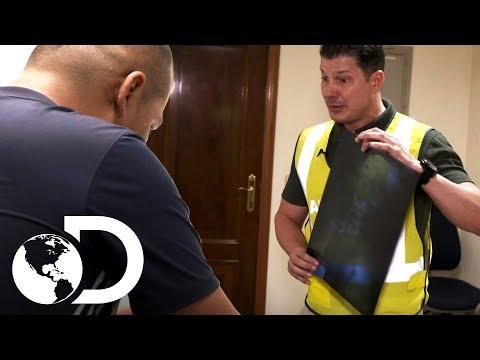Passageiro nega ter drogas dentro do seu corpo | Controle de Fronteiras | Discovery Brasil