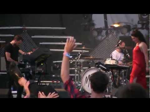 "M83- ""Midnight City"" *AMAZING LIVE VERSION* (1080p HD) Live at Lollapalooza 8-3-2012"