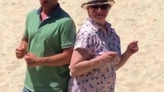 Дмитрий Хрусталёв с мамой танцует)))