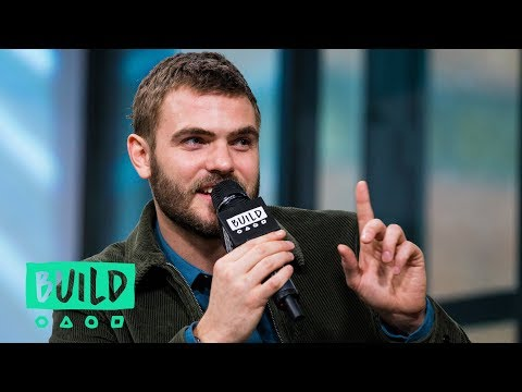 """""""It Wasn't Sexy,"""" Alex Roe Got Caught Singing in the Shower!"""