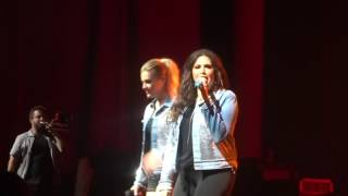 "Kelsea Ballerini and Hillary Scott cover ""Crazy in Love"" at PNC Music Pavilion"