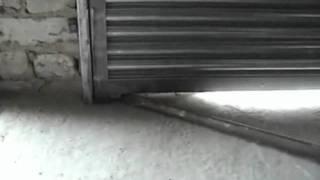 Ролеты-стальные_vorotadnepr.com.ua.flv(Ворота рулонные (роллеты) антивандальные, автоматические, стальные. Могут устанавливаться в качестве гараж..., 2011-09-28T19:16:46.000Z)