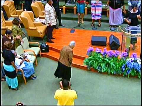 Church Mother Goes In - Old School Praise Break