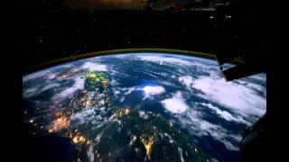 Полет вокруг Земли за 60 секунд(Международная космическая станция, как вращается наша планета в ночное время. Этот фильм начинается над..., 2011-09-20T11:48:45.000Z)